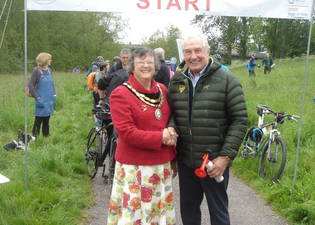 Photo of Sue Newham, then Mayor of Newtown with Gareth Edwards at the 2019 Montgomery Canal Triathlon
